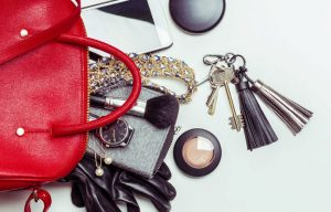10-things-you-sh…keep-in-your-bag